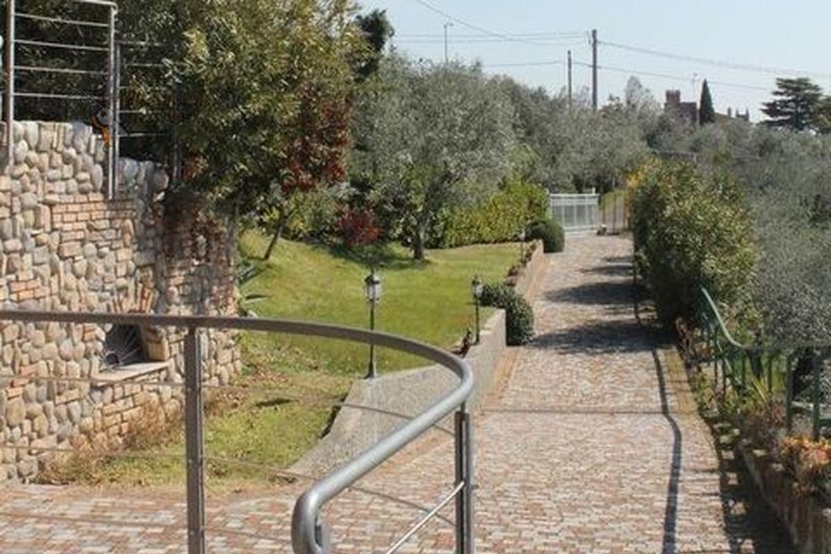 Villa bifamiliare Residenziali in affitto